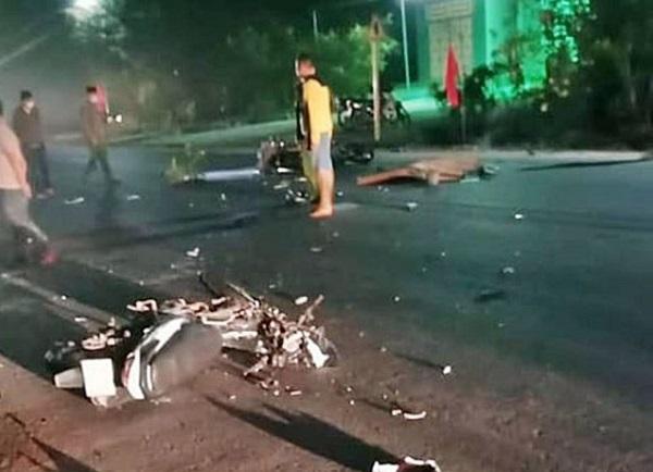 Bình Thuận: Kinh hoàng hiện trường hai xe máy đối đầu lúc rạng sáng, 3 người tử vong - Ảnh 1