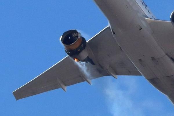 Máy bay bất ngờ gặp sự cố, hàng loạt mảnh vỡ rơi xuống khu dân cư - Ảnh 1