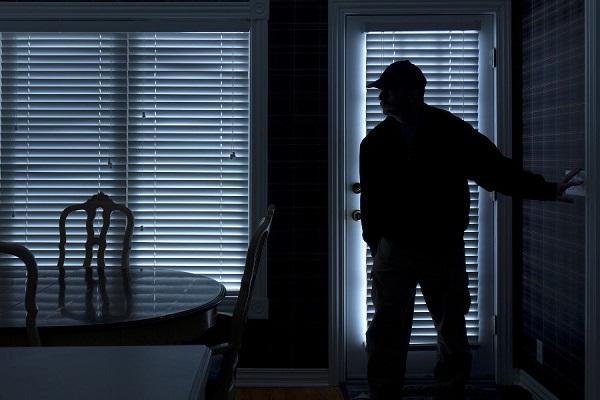 Lần mò vào căn nhà, tên trộm hốt hoảng phát hiện thứ kinh hãi, báo cảnh sát ngay lập tức - Ảnh 1