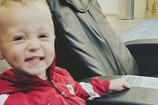 Bé trai 2 tuổi tử vong thương tâm tại nhà, càng phẫn nộ hơn khi biết danh tính nghi phạm - Ảnh 1