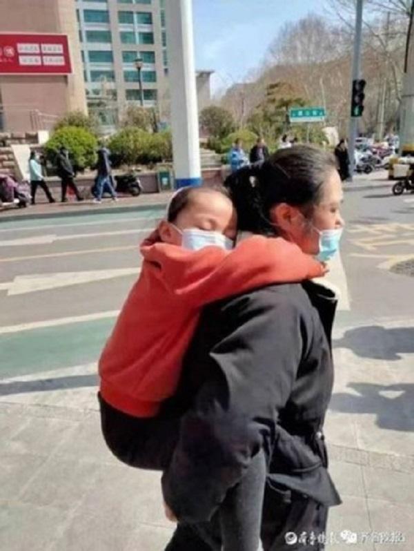 Rơi nước mắt lý do phía sau hình ảnh bé gái 7 tuổi ngày nào cũng kiên trì chạy bộ 10km - Ảnh 2