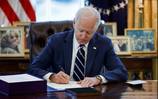 Tổng thống Mỹ Joe Biden ký ban hành gói cứu trợ COVID-19 trị giá 1900 tỷ USD - Ảnh 1