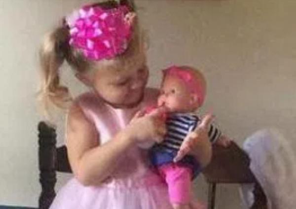 Bé gái 3 tuổi mất tích bí ẩn giữa đêm khuya, tình cảnh sau đó khiến người mẹ khóc ngất - Ảnh 1