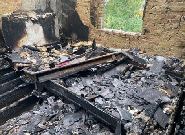 Gia đình 4 người suýt chết vì cháy nhà, nguyên nhân xuất phát từ hành động nhiều người vẫn làm - Ảnh 3