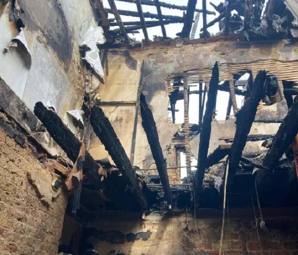 Gia đình 4 người suýt chết vì cháy nhà, nguyên nhân xuất phát từ hành động nhiều người vẫn làm - Ảnh 4