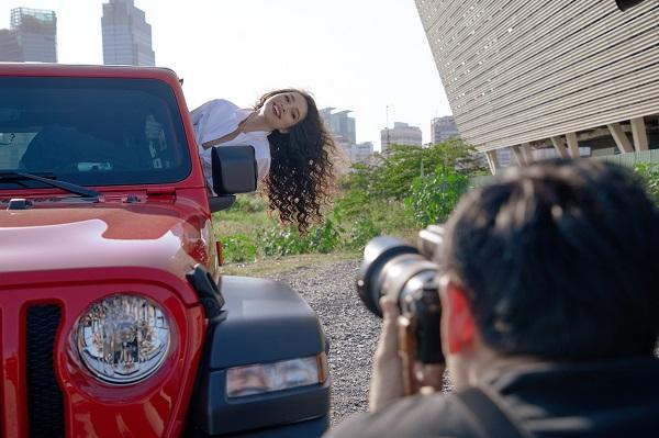 Lộ ảnh hậu trường buổi chụp hình của Hiền Thục: Vòng eo có săn chắc như thường thấy? - Ảnh 2