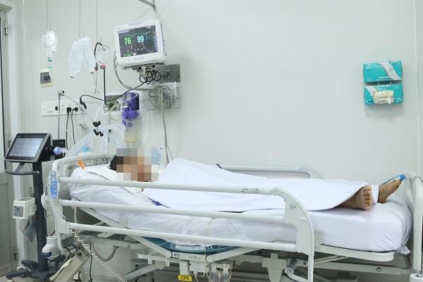 TP.HCM: 3 người trong một gia đình nhập viện cấp cứu, nghi bị ngộ độc patê chay - Ảnh 1