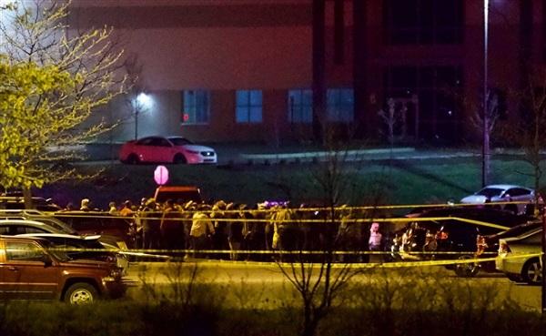 Xả súng kinh hoàng tại Mỹ khiến ít nhất 8 người thiệt mạng - Ảnh 1