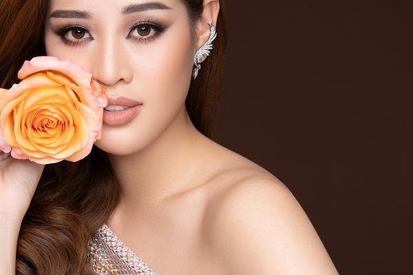 Hé lộ cảm hứng phía sau bộ ảnh hoa thần thái xuất sắc của Hoa hậu Khánh Vân - Ảnh 1