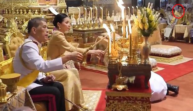Xuất hiện tại sự kiện hoàng gia, Hoàng hậu Thái Lan khéo léo khẳng định vị thế trước Hoàng quý phi - Ảnh 2
