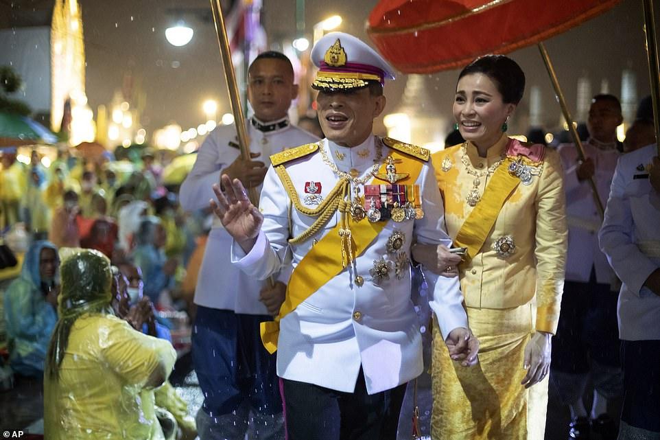 Xuất hiện tại sự kiện hoàng gia, Hoàng hậu Thái Lan khéo léo khẳng định vị thế trước Hoàng quý phi - Ảnh 4