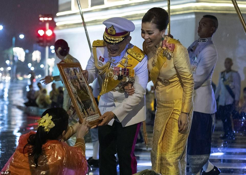 Xuất hiện tại sự kiện hoàng gia, Hoàng hậu Thái Lan khéo léo khẳng định vị thế trước Hoàng quý phi - Ảnh 5