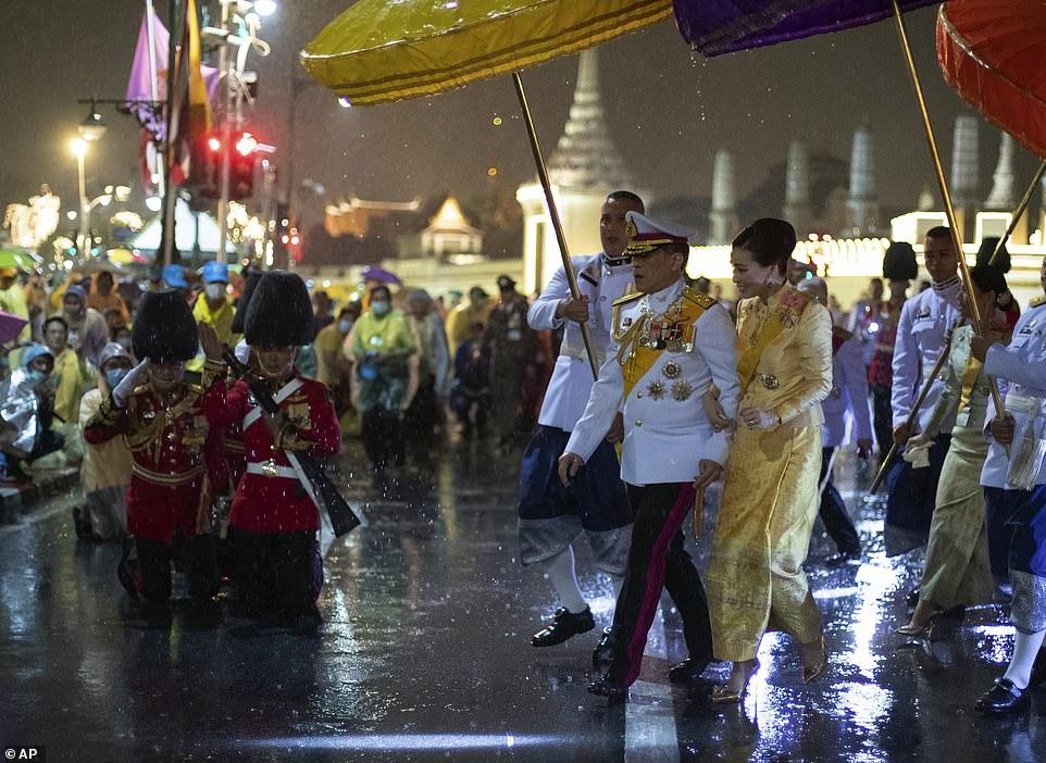 Xuất hiện tại sự kiện hoàng gia, Hoàng hậu Thái Lan khéo léo khẳng định vị thế trước Hoàng quý phi - Ảnh 6