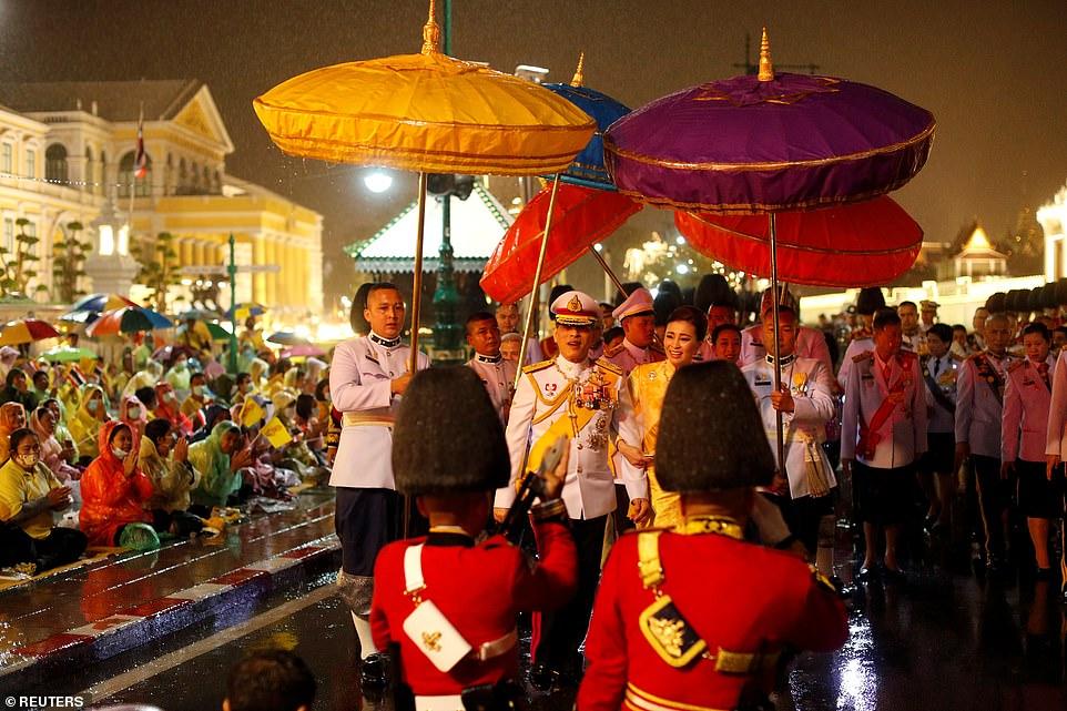 Xuất hiện tại sự kiện hoàng gia, Hoàng hậu Thái Lan khéo léo khẳng định vị thế trước Hoàng quý phi - Ảnh 7