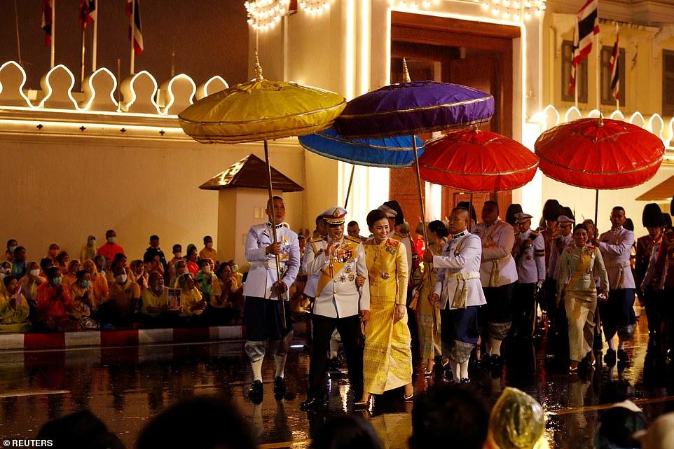 Xuất hiện tại sự kiện hoàng gia, Hoàng hậu Thái Lan khéo léo khẳng định vị thế trước Hoàng quý phi - Ảnh 8