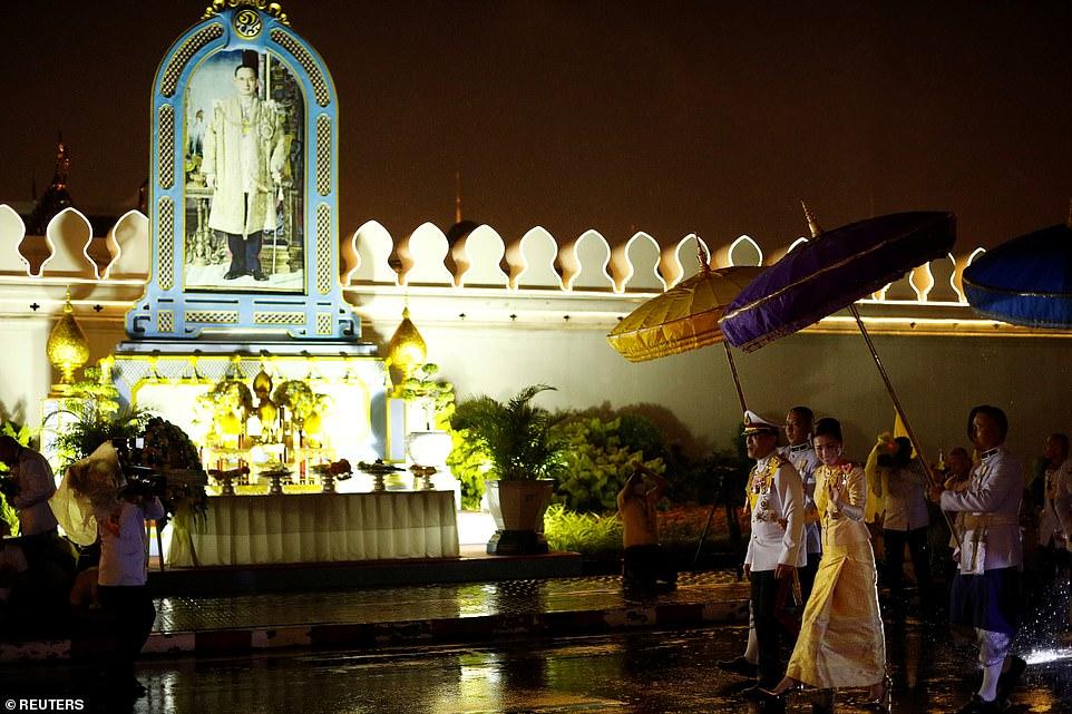 Xuất hiện tại sự kiện hoàng gia, Hoàng hậu Thái Lan khéo léo khẳng định vị thế trước Hoàng quý phi - Ảnh 9
