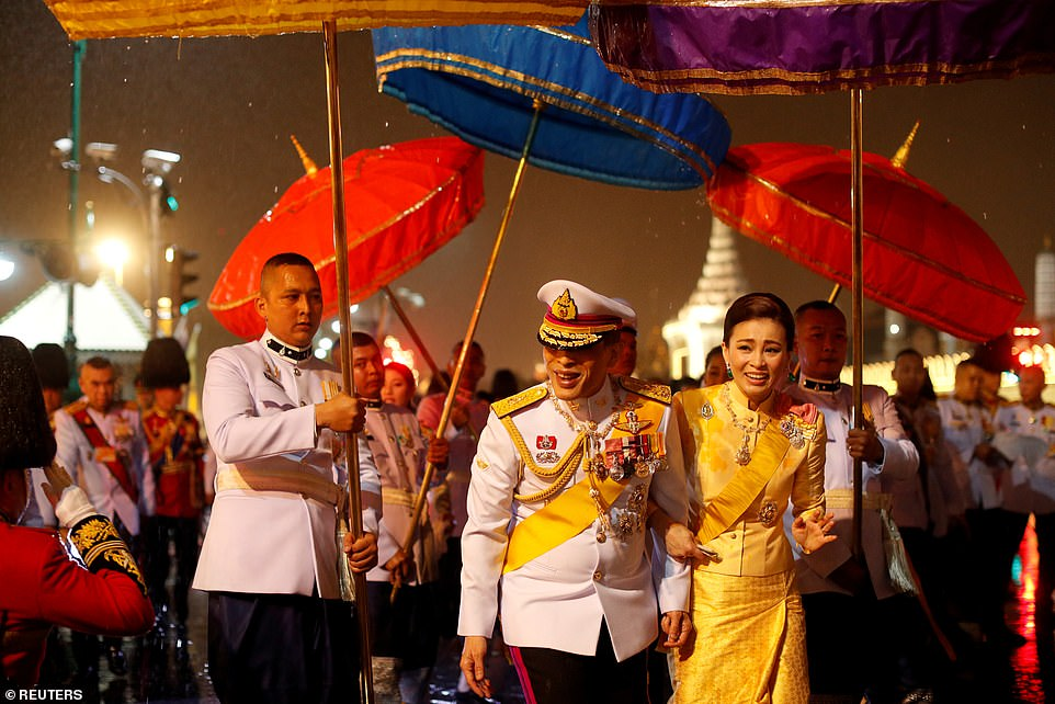 Xuất hiện tại sự kiện hoàng gia, Hoàng hậu Thái Lan khéo léo khẳng định vị thế trước Hoàng quý phi - Ảnh 3