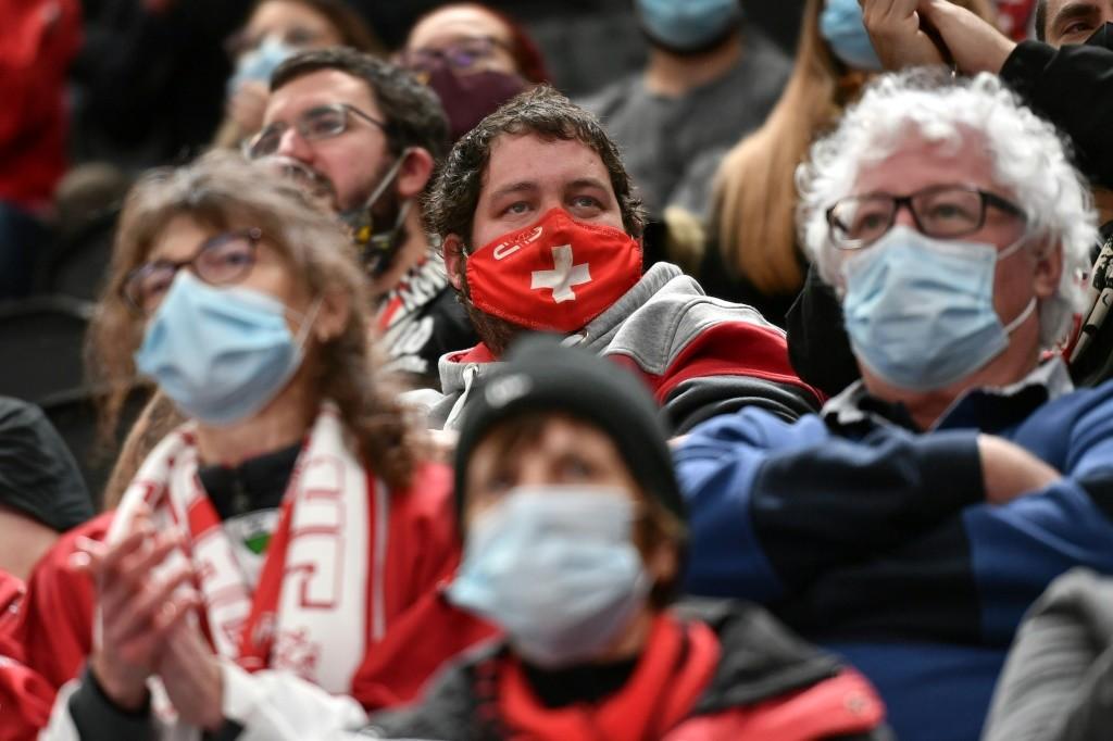 Nhà Trắng gây tranh cãi khi ủng hộ miễn dịch cộng đồng  - Ảnh 1