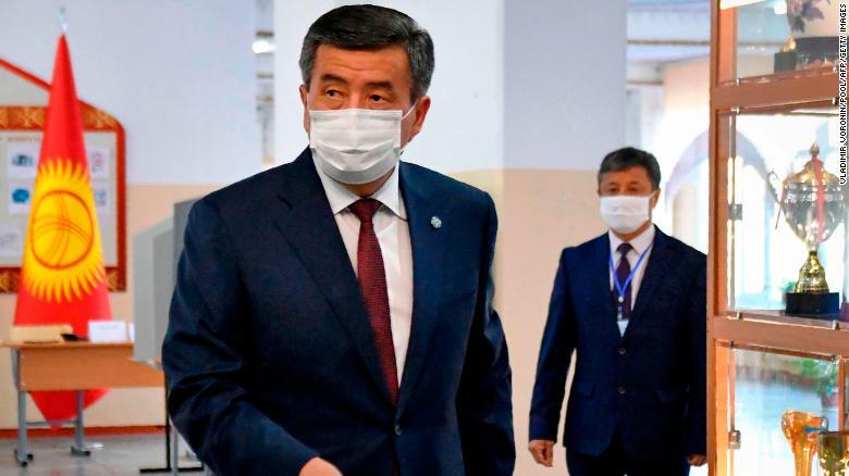 Tổng thống Kyrgyzstan từ chức sau thời gian dài bất ổn - Ảnh 1