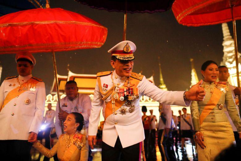 Nhà vua Thái Lan: Người dân nên yêu đất nước và chế độ quân chủ - Ảnh 1