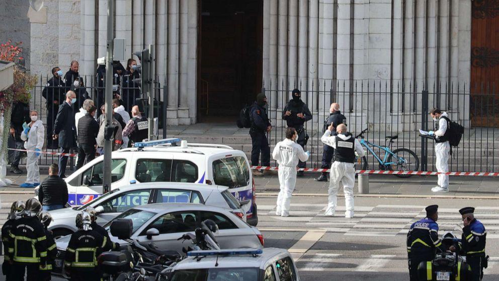 Khủng bố tại Pháp: Đối tượng nghi liên quan tới Hồi giáo cực đoan đâm dao hàng loạt bên ngoài nhà thờ, 3 người chết  - Ảnh 1