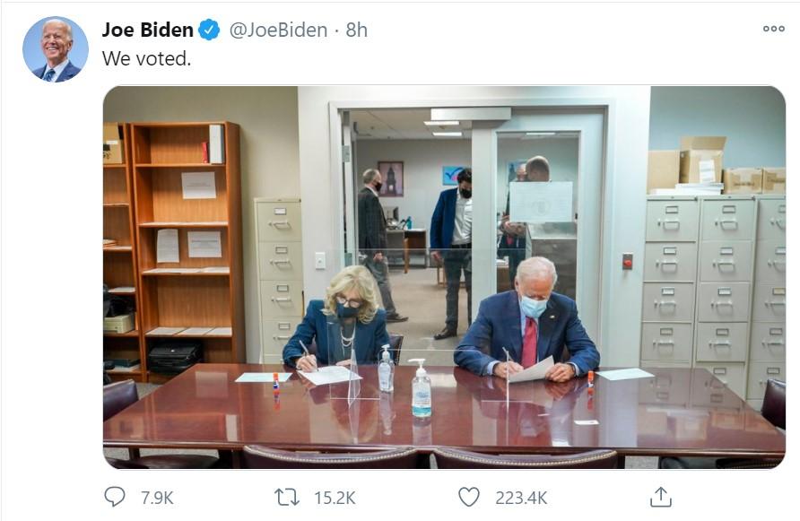 """Bầu cử Mỹ 2020: Vợ chồng đại diện đảng Dân chủ bỏ phiếu sớm tại """"sân nhà"""" - Ảnh 1"""