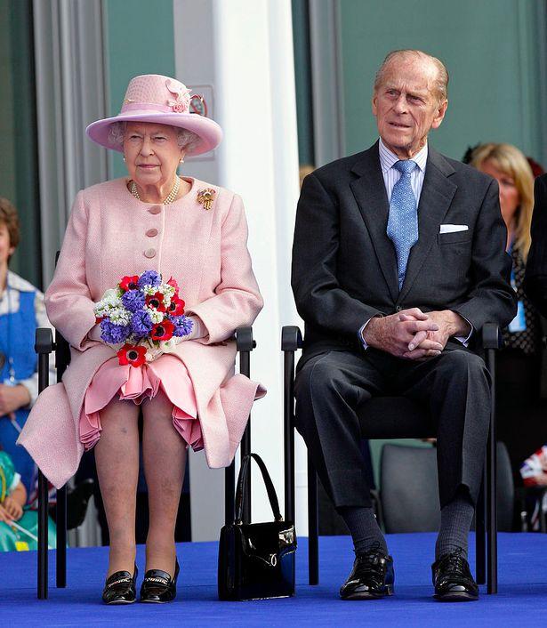 Chiếc nhẫn cưới đặc biệt của Nữ hoàng Anh ẩn chứa thông điệp bí ẩn chỉ 3 người biết  - Ảnh 3