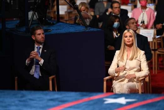 Ái nữ Ivanka Trump tránh xa Nhà Trắng sau khi tổng thống Mỹ trở về - Ảnh 3