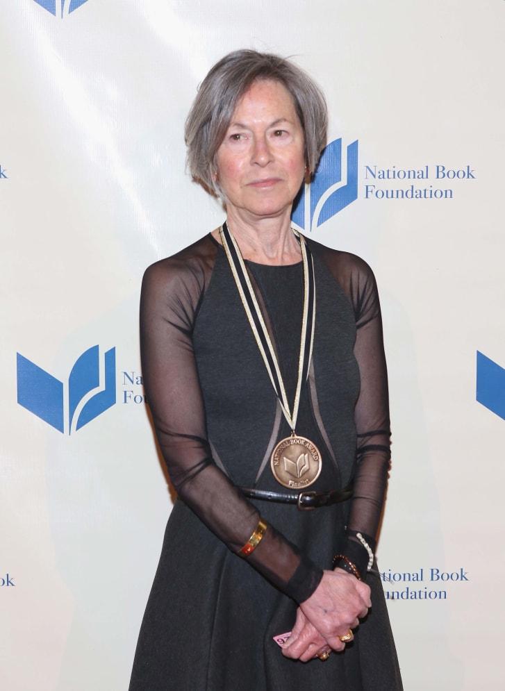 """Giải Nobel Văn học về tay nữ thi sĩ sở hữu """"giọng thơ không lẫn vào ai"""" - Ảnh 2"""
