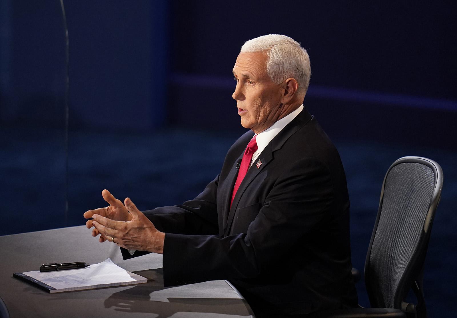 """Tranh luận phó tổng thống: Ông Mike Pence công kích, ám chỉ ông Joe Biden """"đạo ý tưởng"""" trong quá khứ - Ảnh 1"""