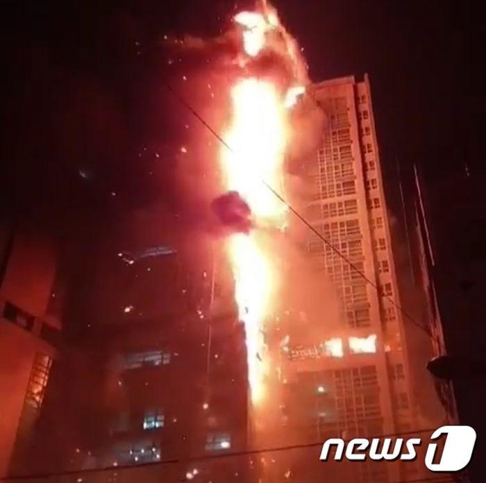 """Ảnh: Đám cháy lớn """"nuốt trọn"""" tòa chung cư 33 tầng ở Hàn Quốc  - Ảnh 2"""