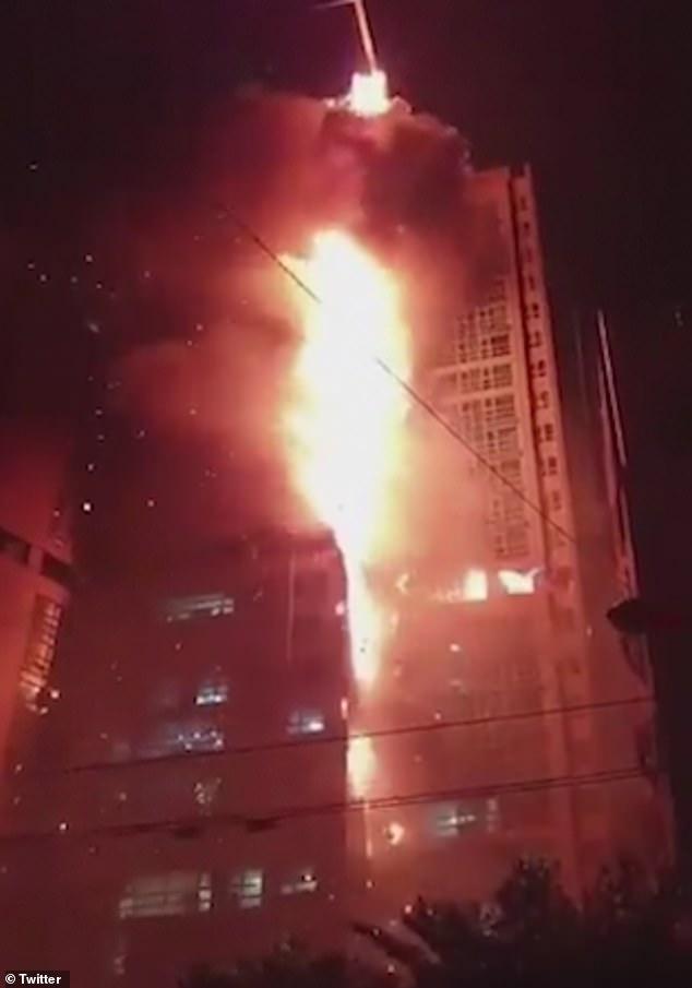 """Ảnh: Đám cháy lớn """"nuốt trọn"""" tòa chung cư 33 tầng ở Hàn Quốc  - Ảnh 6"""