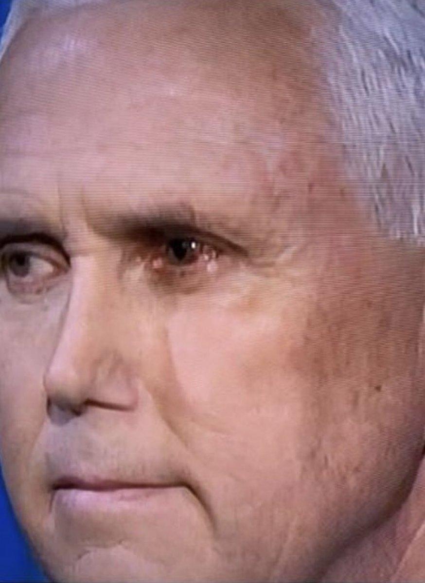 Mắt trái bất thường của phó Tổng thống Mike Pence gây xôn xao về nguy cơ mắc COVID-19 - Ảnh 1