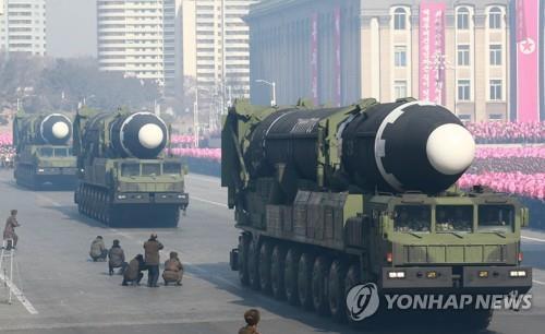 """Triều Tiên tập dượt cuộc duyệt binh lớn nhất lịch sử, có thể """"trình làng"""" tên lửa đạn đạo xuyên lục địa? - Ảnh 1"""