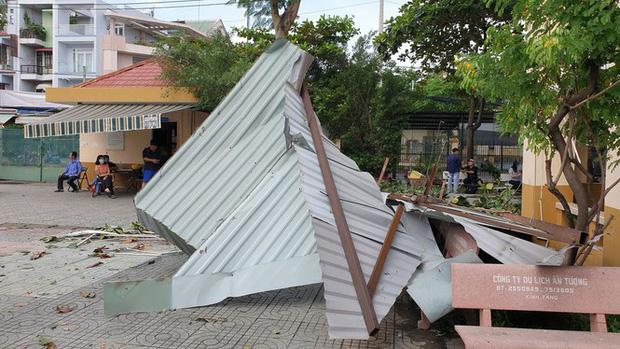 TP.HCM: Cảnh tượng ngổn ngang tại trường học sau cơn giông lốc nghiêm trọng - Ảnh 3
