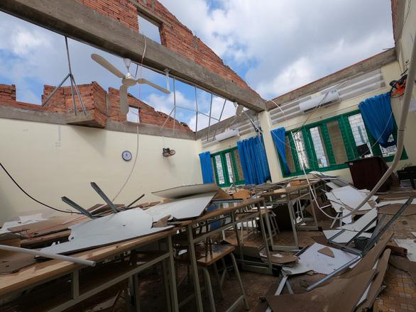 TP.HCM: Cảnh tượng ngổn ngang tại trường học sau cơn giông lốc nghiêm trọng - Ảnh 8