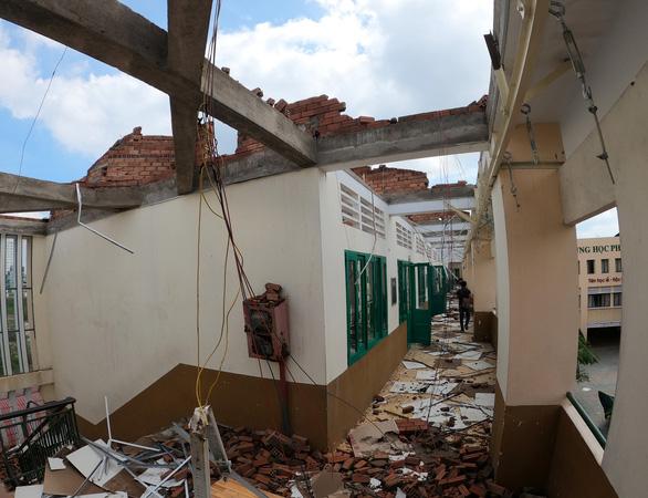 TP.HCM: Cảnh tượng ngổn ngang tại trường học sau cơn giông lốc nghiêm trọng - Ảnh 9