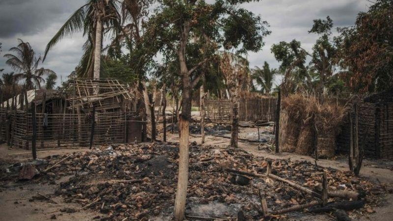 Khủng bố IS hành quyết dã man 50 người ở Mozambique - Ảnh 1