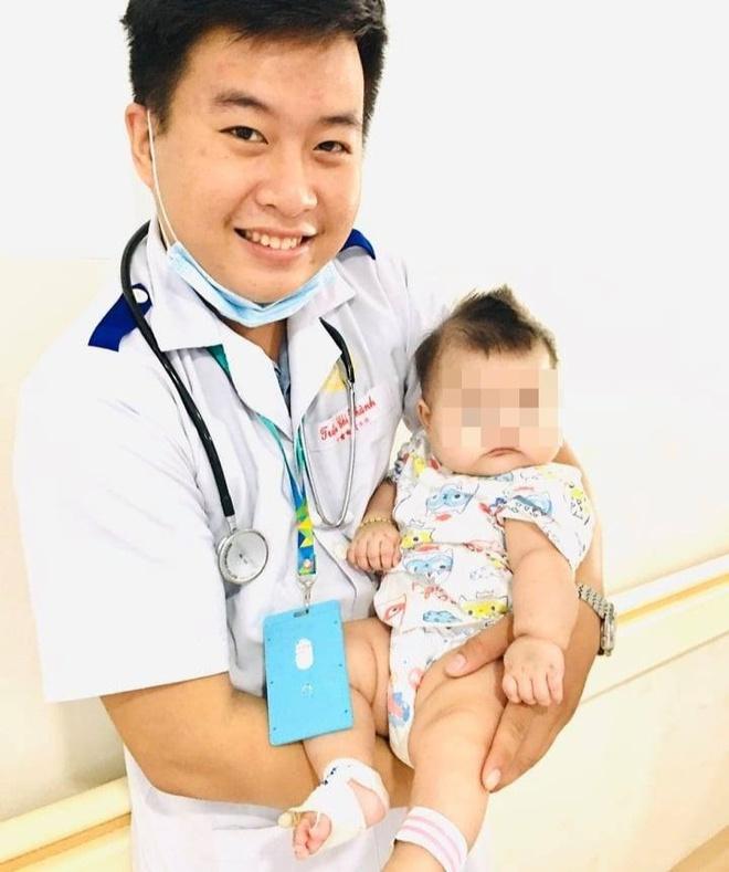 Chỉ uống sữa đặc, bé trai 6 tháng tuổi nhập viện do thiếu máu  - Ảnh 1