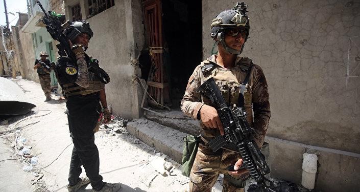 Đột kích bắt giữ 15 tên khủng bố lên kế hoạch tấn công nguy hiểm ở Iraq  - Ảnh 1