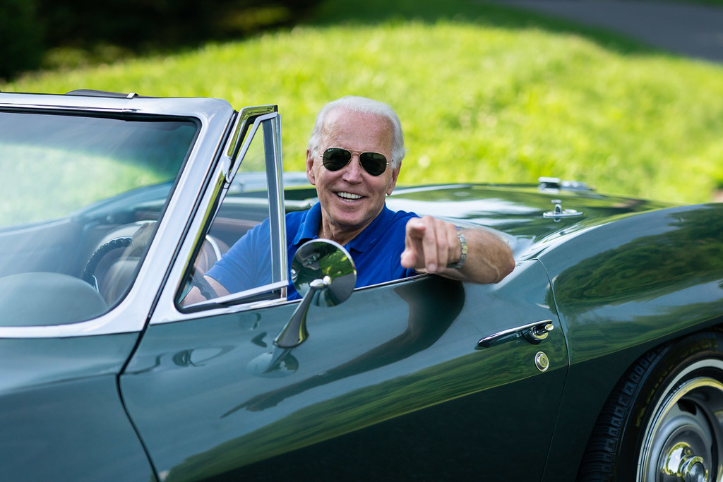 Chiếc xe yêu thích nhất của ứng viên tổng thống Joe Biden và ký ức về cha - Ảnh 1