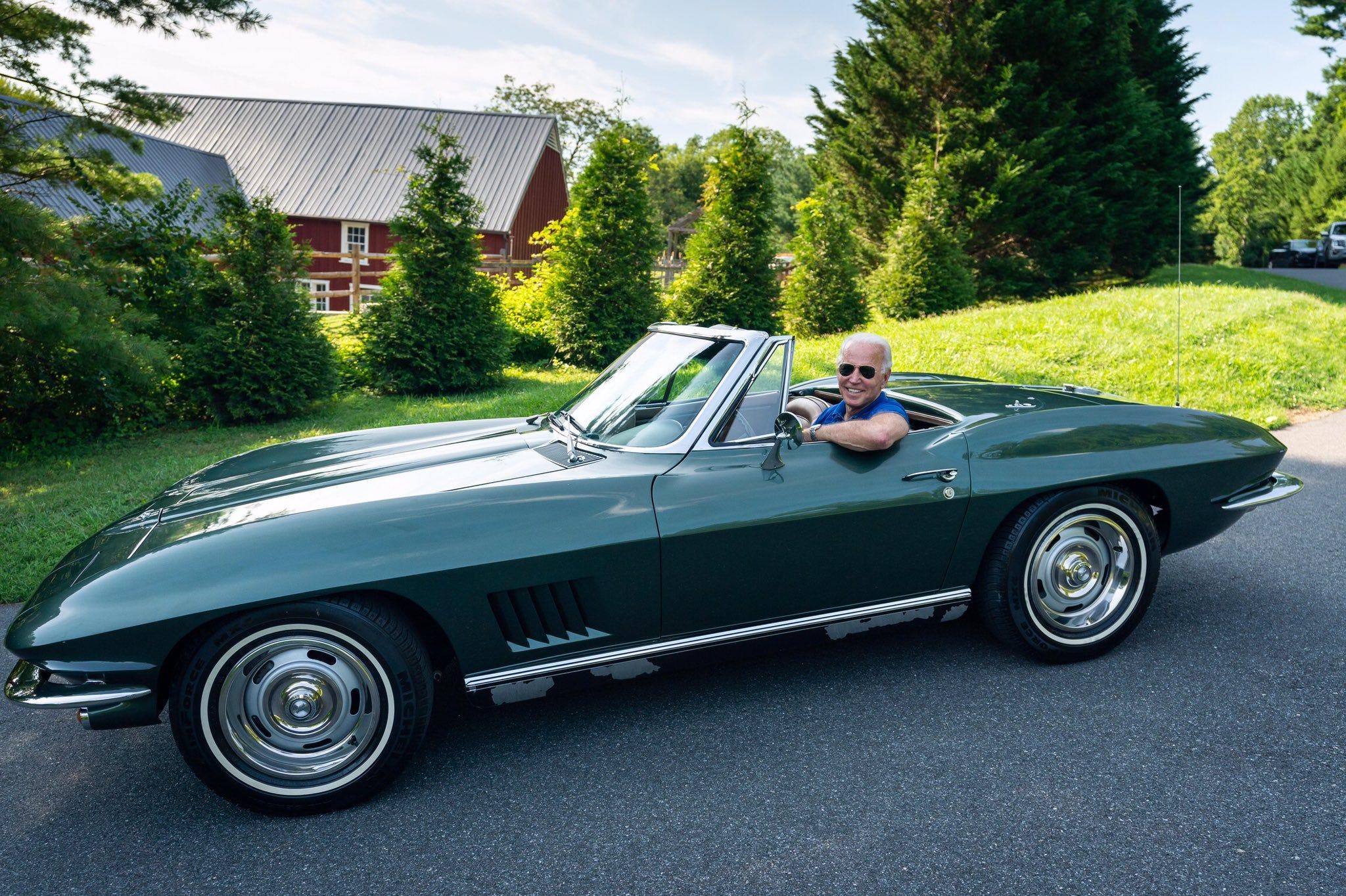 Chiếc xe yêu thích nhất của ứng viên tổng thống Joe Biden và ký ức về cha - Ảnh 2