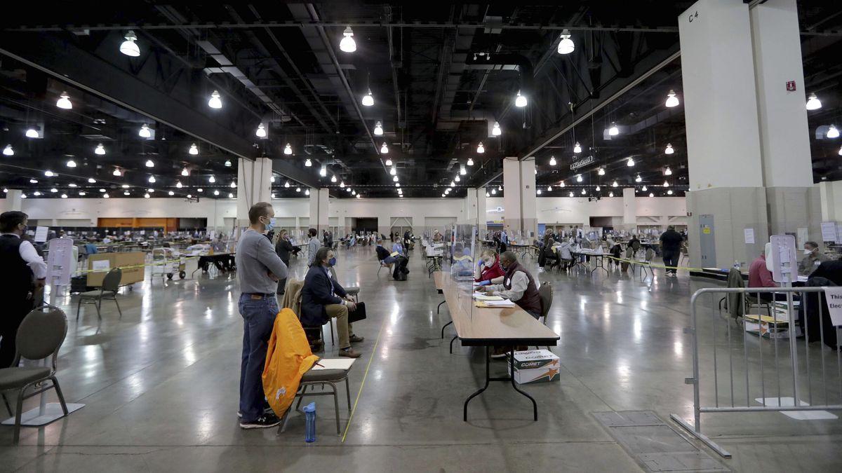 Đảng Cộng hòa đệ đơn khẩn yêu cầu ngừng xác nhận kết quả bầu cử tại bang Wisconsin - Ảnh 1