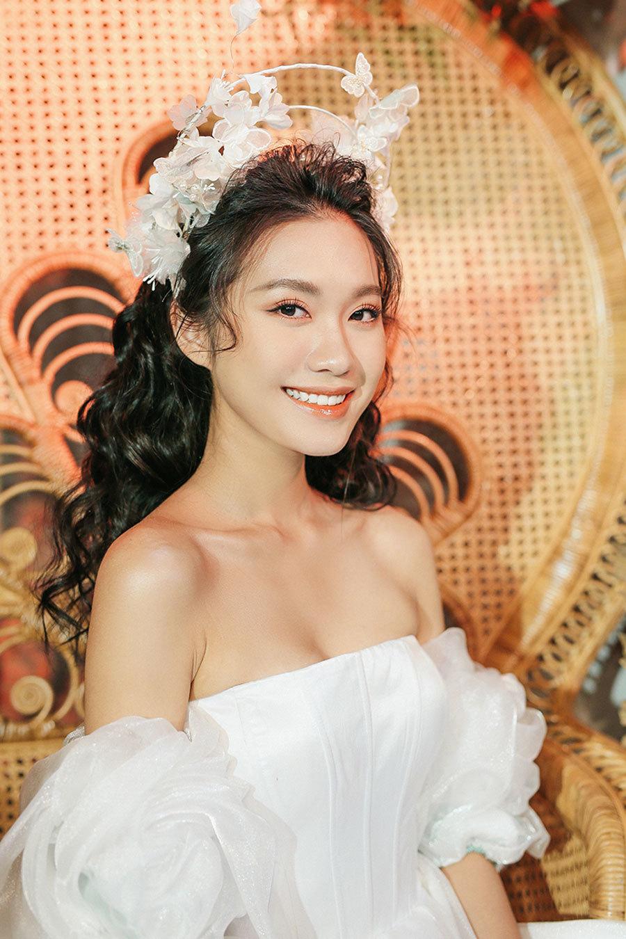 """""""Bạn gái tin đồn"""" trình diễn váy cưới, Đoàn Văn Hậu tới cổ vũ - Ảnh 6"""
