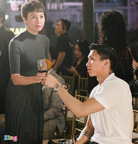 """""""Bạn gái tin đồn"""" trình diễn váy cưới, Đoàn Văn Hậu tới cổ vũ - Ảnh 4"""