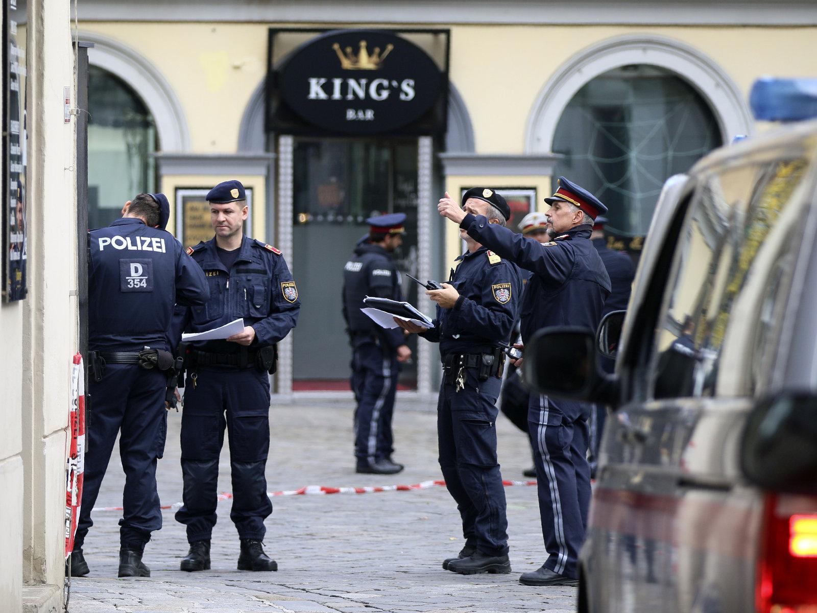 Khủng bố đẫm máu ở Áo: Tổ chức khủng bố IS nhận trách nhiệm - Ảnh 1