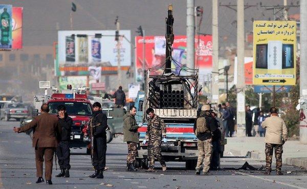 Thủ đô Kabul hứng chịu cùng lúc 4 quả tên lửa, 1 người thiệt mạng - Ảnh 1