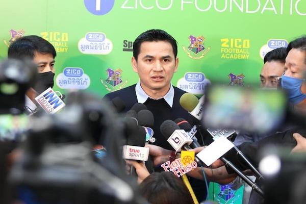 HLV Kiatisuk đã nói gì với báo chí Thái Lan khi quyết định tái hợp với Bầu Đức? - Ảnh 1