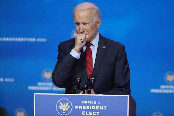 Nhà báo đi cùng ông Joe Biden mắc COVID-19 - Ảnh 1