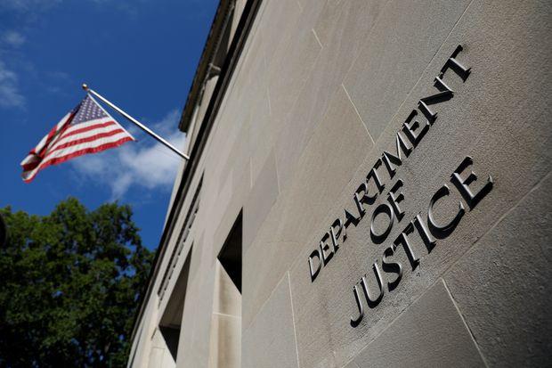 """Bộ Tư pháp Mỹ điều tra nghi vấn """"hối lộ để được ân xá của tổng thống"""" - Ảnh 1"""